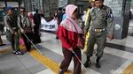 Kaum Difabel Jajal Fasilitas Stasiun Tanjung Priok