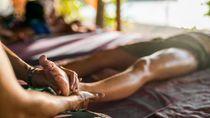 Redakan Penat Sebelum Bercinta, Ini 5 Tips Pijat Sensual untuk Pasutri