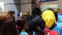 PT KCI telah mengimbau para pengguna jasa yang terburu-buru agar menggunakan moda transportasi lain. Untuk pengguna jasa yang ingin membatalkan perjalanan, dapat melakukan pembatalan tiket perjalanan di loket stasiun.