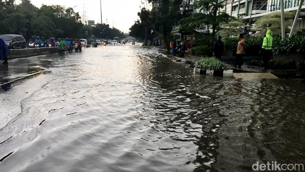 Anies Tuding Proyek LRT Biang Kerok Banjir, Menhub: Ada Buktinya?