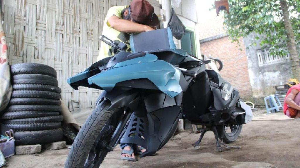 Warga Jombang Sulap Yamaha Mio Jadi Motor Batman