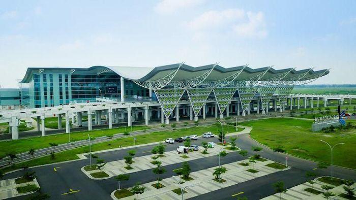 Bandara menjadi salah satu fasilitas publik yang sangat penting. Namun, ada beberapa bandara yang justru sepi penumpang. Bandara yang sepi penumpang itu di antaranya Mattala Rajapaksa Airport, Nacala International Airport, dan Bandara Kertajati.