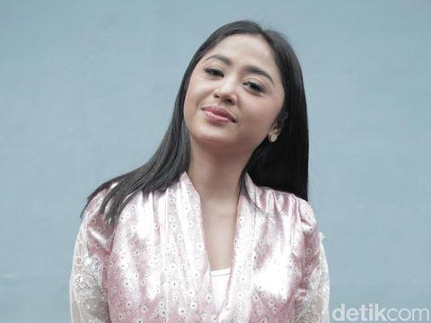 Dewi Perssik dan suami Angga Wijaya