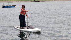 Mau Main Paddle Board Seperti Menteri Susi? Ini 6 Tempatnya