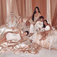 Terlalu Banyak Photoshop, Khloe dan Kylie Jenner Dikritik Netizen