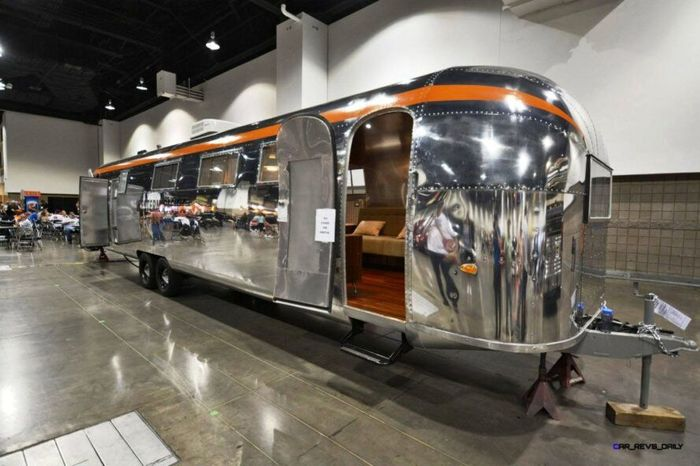 Sebuah mobil jenis recreational vehicle (RV) Airstreams yang berusia hampir 60 tahun dipermak dan didesain ulang sebagai tempat tinggal yang nyaman. Istimewa/Timeless Travel Trailers.