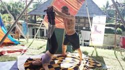 Hangab pertama kali dipelopori oleh Hubert Muehlbacher dari Vienna, Austria. Jika melakukan teknik meditasi ini, kamu akan dibuat melayang. Siapa berani coba?