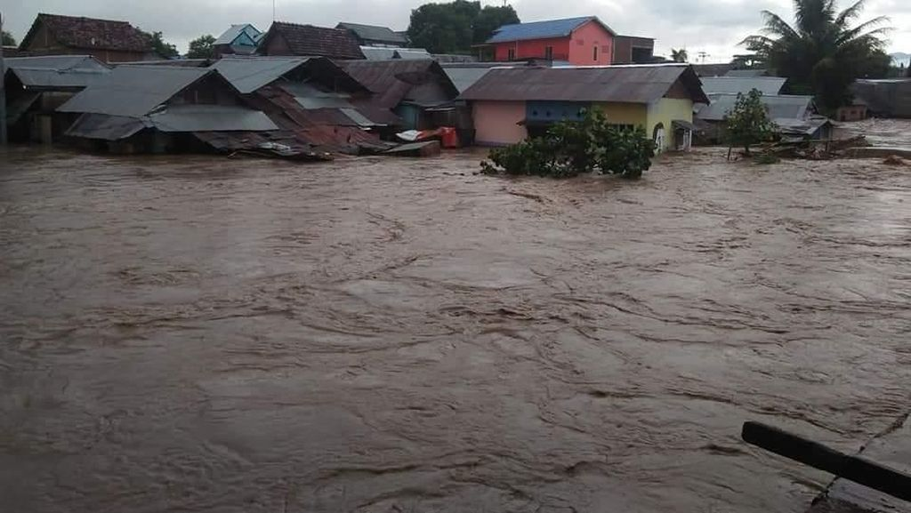 Banjir di Dompu NTB, 3 Kelurahan Terendam dan Puluhan Ternak Hanyut