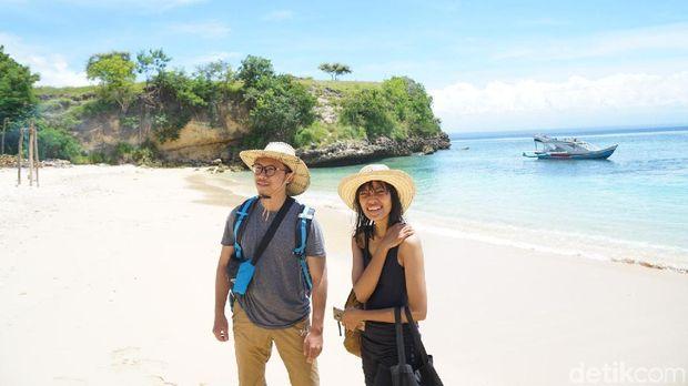Sampai di Pantai Pink Impian VitaminSea, Menakjubkan!