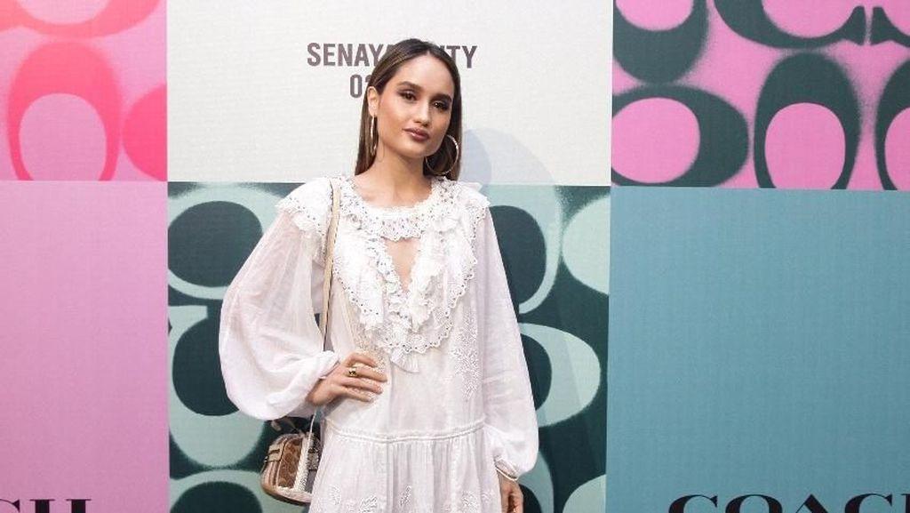 Adu Gaya Cinta Laura Hingga Nia Ramadhani di Pembukaan Butik Coach