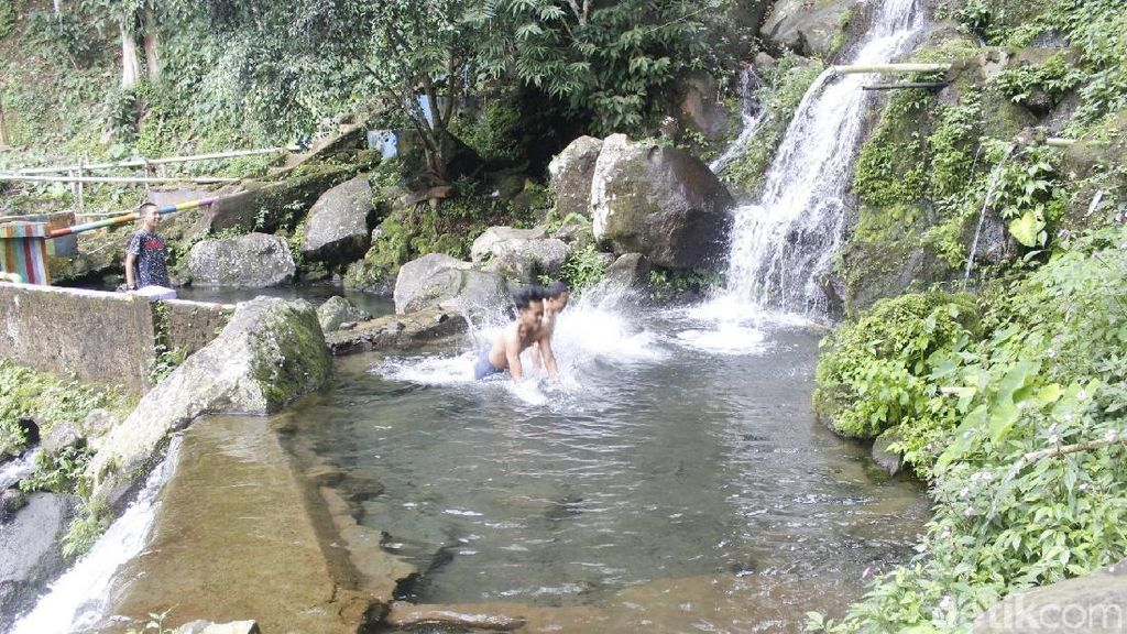 Foto: Kolam Alami di Bandung Barat yang Viral di Medsos