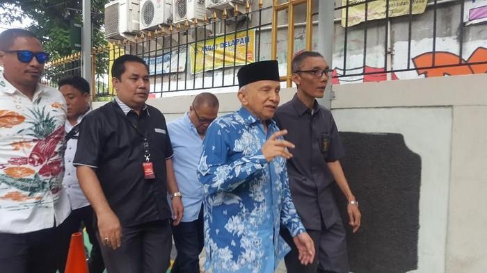 Amien Rais memenuhi panggilan jaksa menjadi saksi persidangan terdakwa hoax penganiayaan Ratna Sarumpaet. Foto: Zunita/detikcom