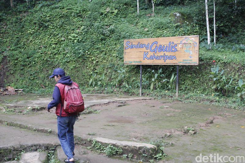 Sendang Geulis Kahuripan Terletak di Cilangkob, Desa Ganjarsari, Cikalong Wetan, Kabupaten Bandung Barat (Yudha Maulana/detikcom)