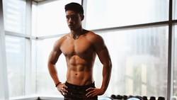 Enrique Dustin terbiasa untuk angkat beban sejak berusia 13 tahun. Seperti apa jadinya badan Enrique sekarang? Pastinya kekar!