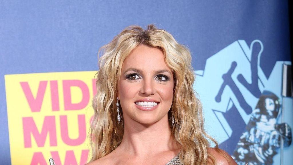 Seperti Britney Spears, 5 Artis Ini Juga Bermasalah dengan Orang Tua