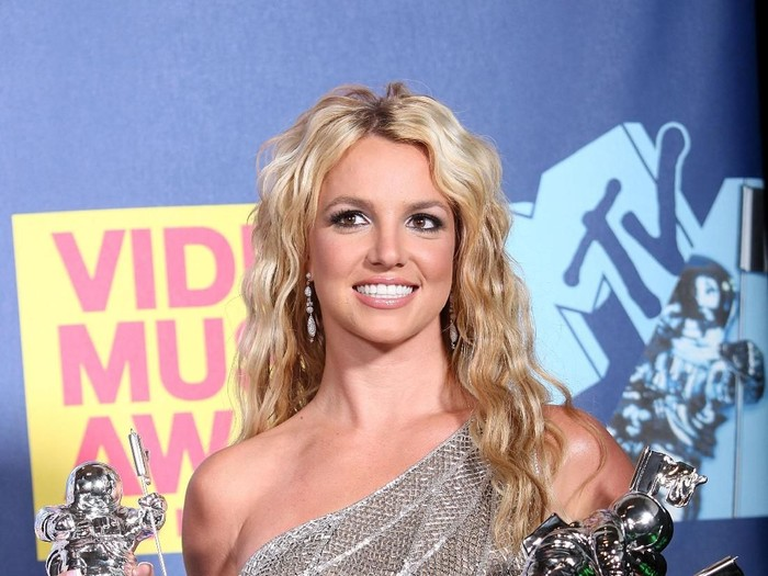 LOS ANGELES, CA - SEPTEMBER 07:  Singer Britney Spears poses with the Best Female Video Award, Best Pop Award and Video of the Year Award for Piece of Me in the press room at the 2008 MTV Video Music Awards at Paramount Pictures Studios on September 7, 2008 in Los Angeles, California.  (Photo by Frederick M. Brown/Getty Images)