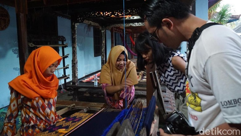 Foto: Menenun kain di Lombok (Syanti/detikcom)