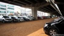 Parkiran MRT Fatmawati Kejauhan, Warga Pilih Parkir di Kolong Tol