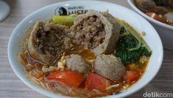 Sedap! Bakso Bomber Isi Daging Cincang Khas Lampung