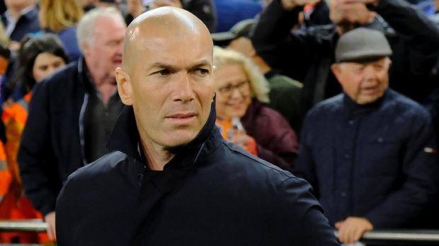 Zidane akui akan jual sejumlah pemain bintang Madrid di musim depan.