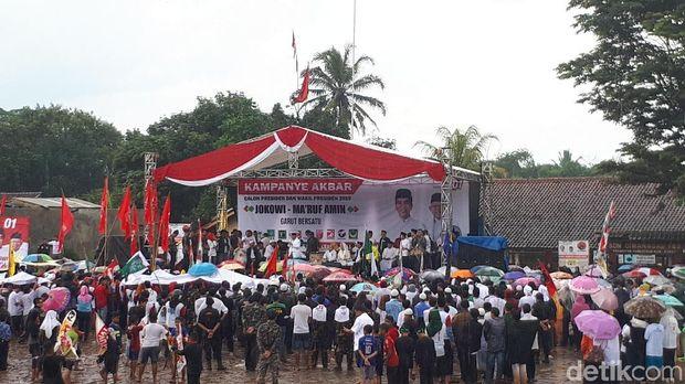 Suasana di sekitar panggung orasi Ma'ruf di Garut.