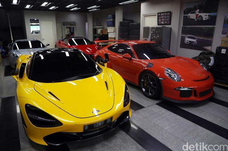 Ferrari Cs yang terparkir di sebuah gang. Foto: Pradita Utama