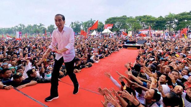 Presiden Jokowi beberapa kali muncul di pentas musik cadas. Namun, kini hal itu sudah jarang dilakukannya.