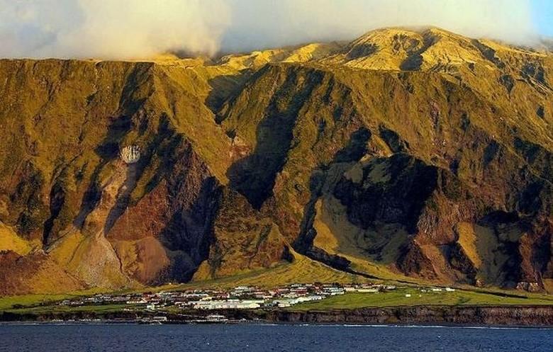 Kota satu-satunya yakni Edinburgh of Seven Seas, dihuni kurang dari 300 orang. Data terbaru menyebutkan sekitar 250 orang saja. (Foto: istimewa/oceanicwideexpeditions)