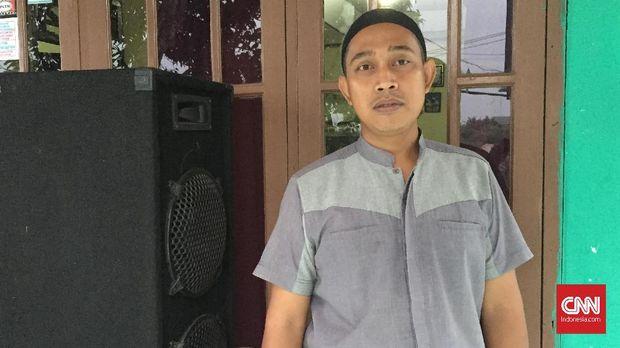 Rizal, tukang layar tancap di Bojong Gede, Bogor.