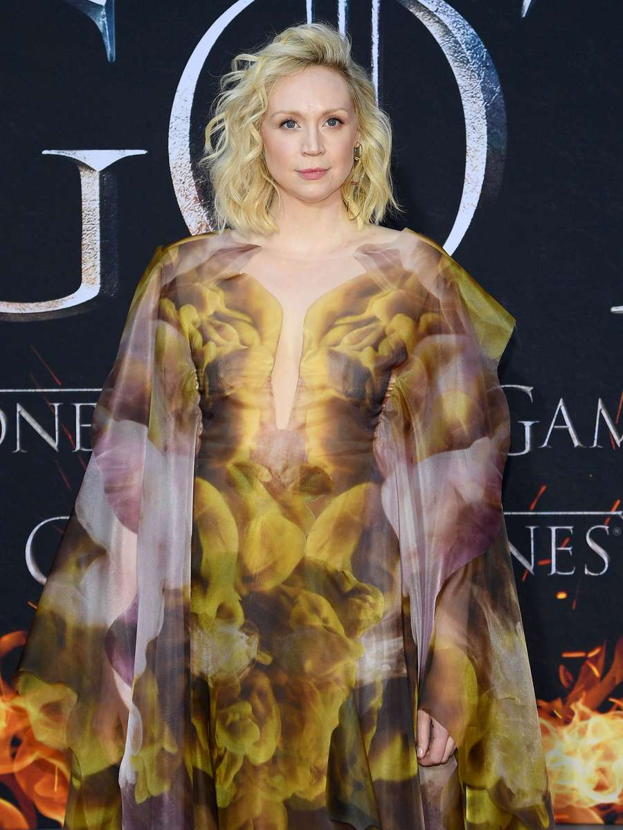 Tanggalkan Baju Zirah, Brienne Game of Thrones tampil Anggun