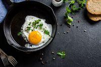 Telur ceplok, dadar, atau rebus sama sehatnya.
