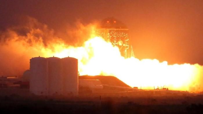 Prototipe Starship ketika menjalani tes pembakaran. Foto: Istimewa