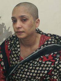 Asma Aziz digunduli dan ditelanjangi ramai-ramai oleh suaminya