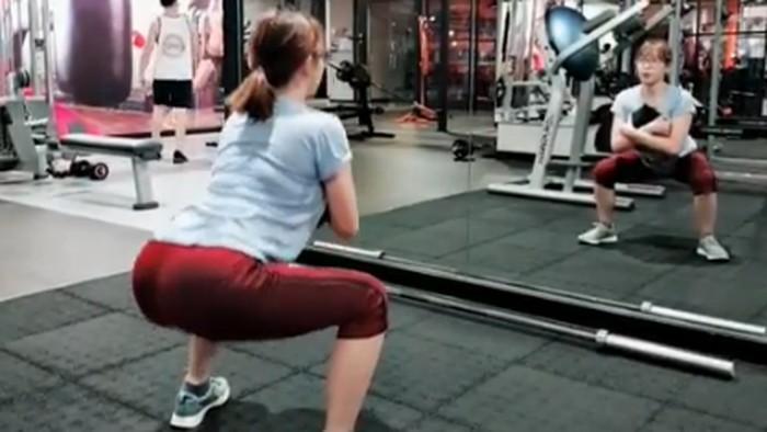 Kimi Hime saat sedang olahraga di gym. (Foto: Instagram/kimi.hime)