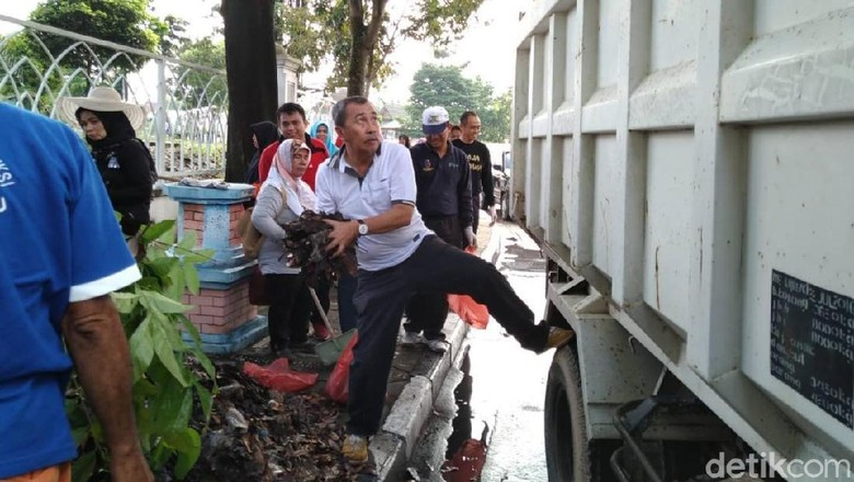 Gubernur Riau Jumat Bersih, Turun ke Jalan Bersihkan Sampah