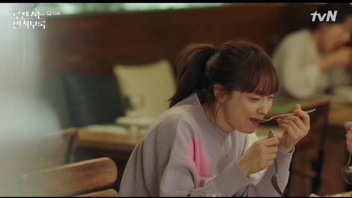Saat ini wanita yang lahir di Seoul itu sedang membintangi serial drama berjudul Romance is a Bonus Book. Ia beradu akting dengan aktor tampan Lee Jong Suk. Foto: Istimewa