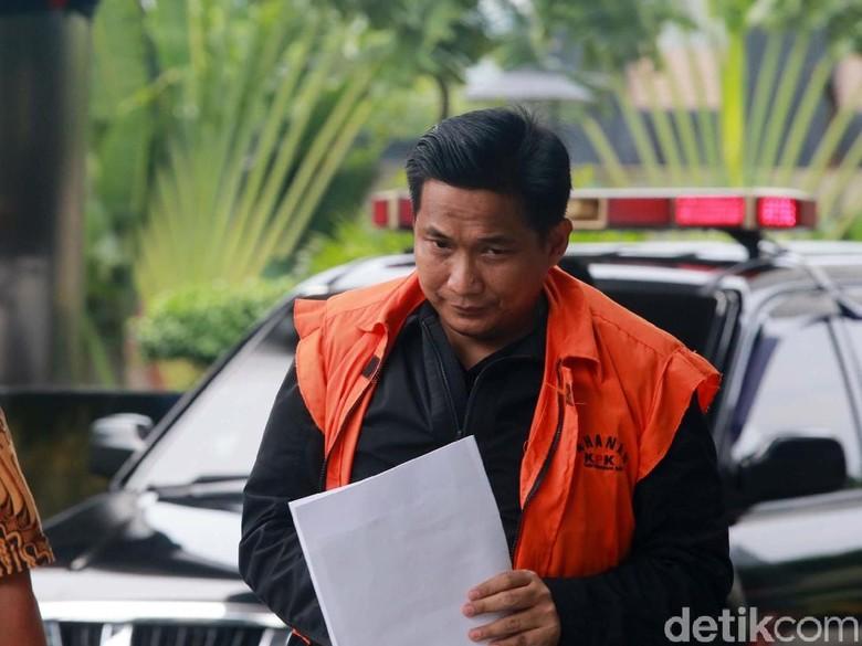 Menyusul Siesa Darubinta, Bowo Sidik Menunduk Diperiksa KPK