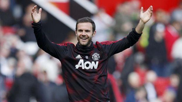 Juan Mata mengakui mengangumi permainan Messi.