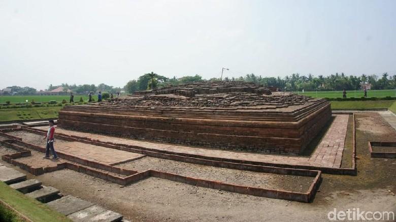 Candi Blandongan dan Candi Jiwa di Komplek Percandian Batujaya, Karawang (Luthfiana/detikcom)