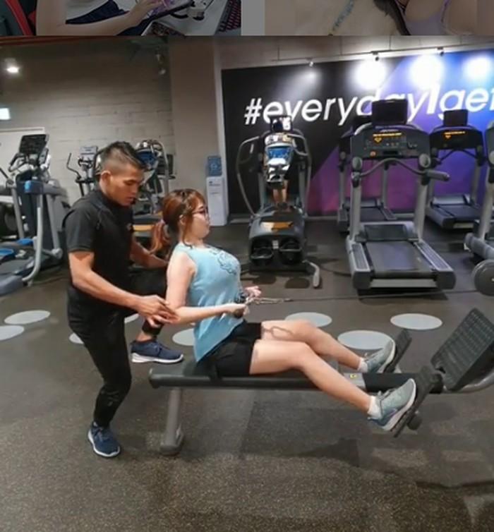 Ia kerap berolahraga di gym dengan arahan personal trainer. (Foto: Instagram/kimi.hime)