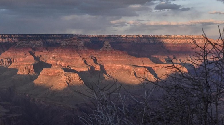 FILE PHOTO: The Grand Canyon is seen from the South Rim near Grand Canyon Village, Arizona, U.S., February 22, 2018. REUTERS/Stephanie Keith/File Photo