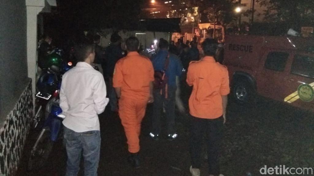 Keluarga Yakin Rangka yang Ditemukan Milik Pendaki Siswa SMKN 5 Surabaya