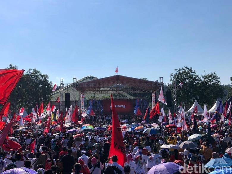 Puluhan Pendukung di Batam Pingsan, Jokowi Minta Massa Dilonggarkan