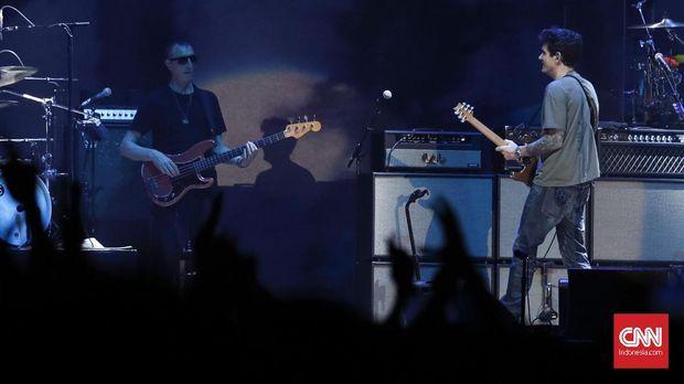 Pertama kali mengeluarkan album pada 2001, John Mayer baru pada Jumat (5/4) kemarin konser di Jakarta.