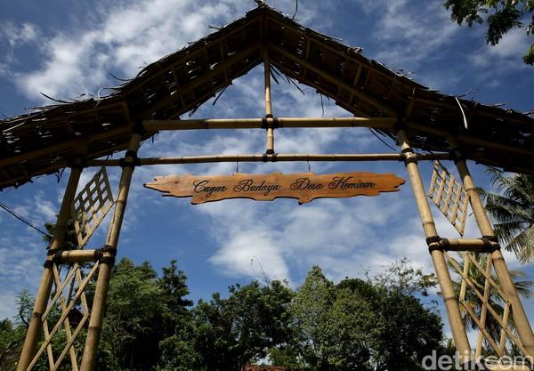Desa Wisata Osing Kemiren tidak terlalu jauh dari pusat kota Banyuwangi. Tinggal ke arah Kawah Ijen yang terkenal itu, kita pasti melintasi desa tersebut. (Rachman Haryanto/detikcom)