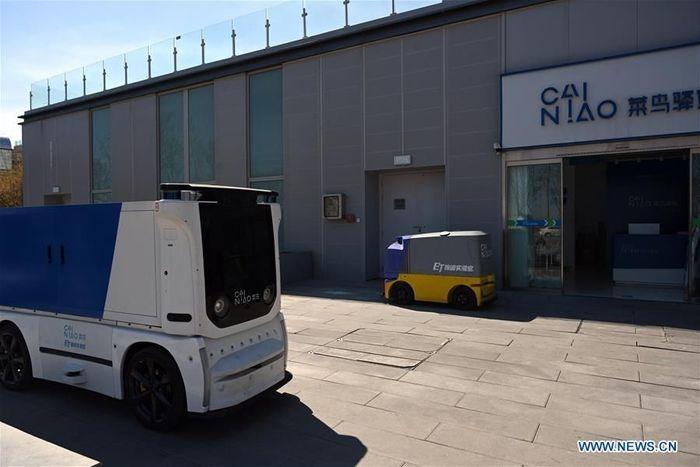 Mobil kargo tanpa awak ini dikembangkan secara independen oleh Cainiao Network, cabang logistik Alibaba. Istimewa/Xinhua.