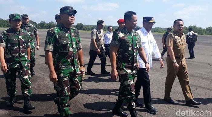 Selain melakukan peresmian, Budi hari ini juga menjajal langsung penerbangan pertama dari Bandara Halim, Jakarta menuju Bandara Gatot Subroto di Way Kanan, Lampung.