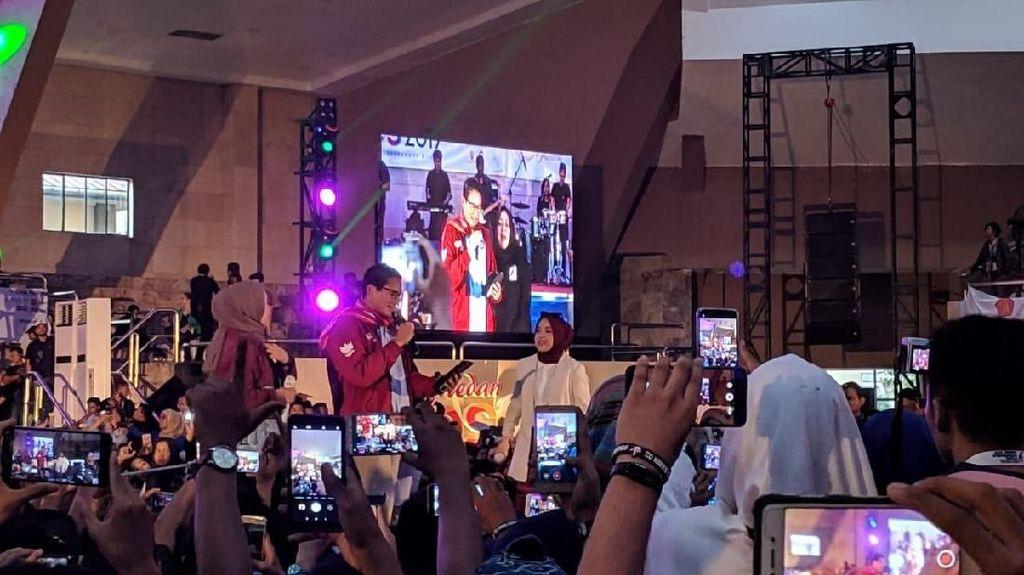 Aksi Sandiaga Duet Bareng Nissa Sabyan di Medan