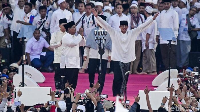 Sandiaga bersama Prabowo di kampanye akbar di GBK. (Antara Foto/Hafidz Mubarak)