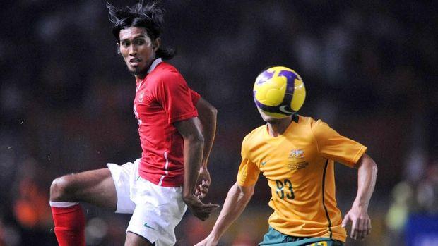Selain Bayu Gatra, Budi Sudarsono juga menjadi pemain yang berangkat dari tarkam dan kemudian menjadi pemain profesional.